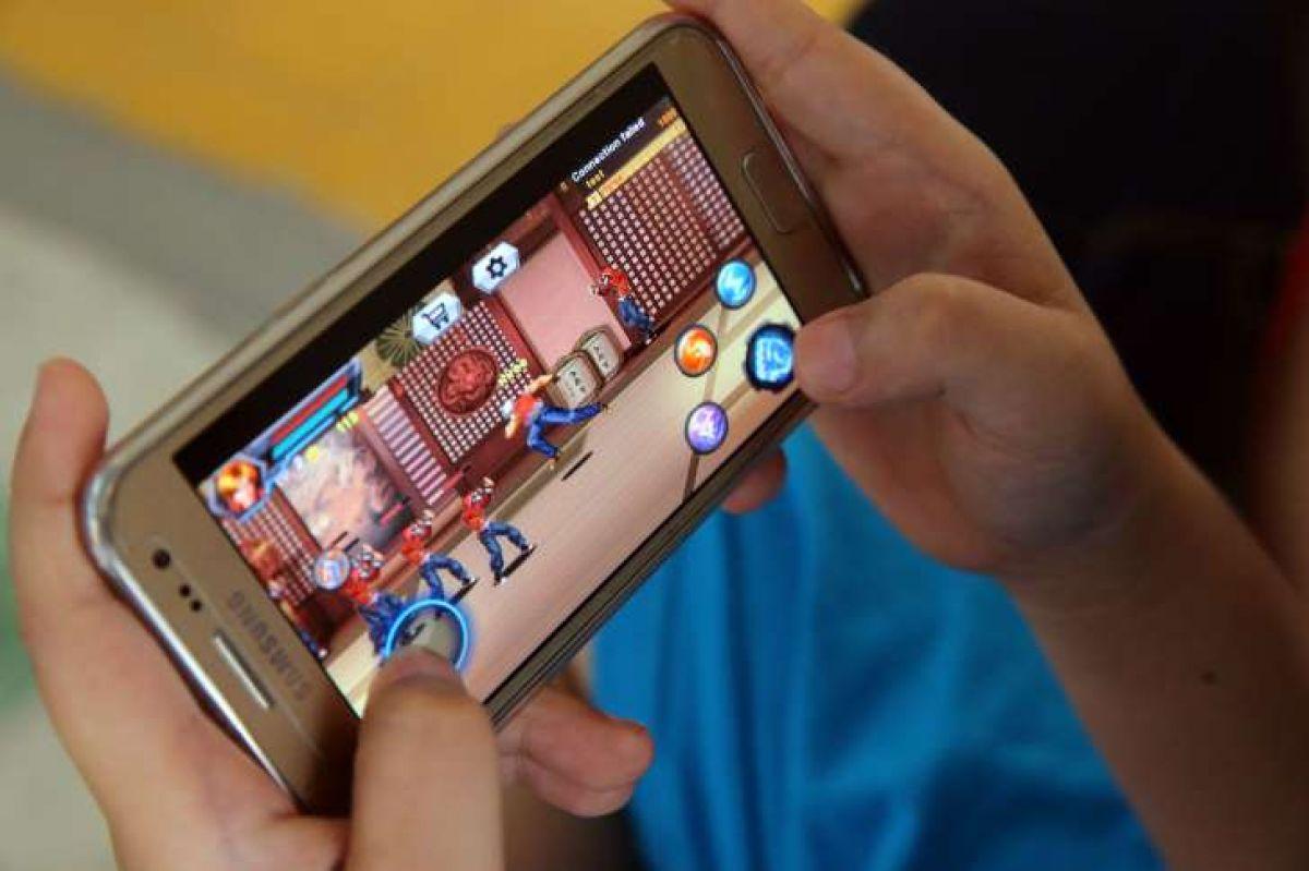 В Китае появился аналог интернет-кафе — смартфон-кафе 23914