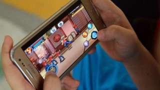 В Китае появился аналог интернет-кафе — смартфон-кафе